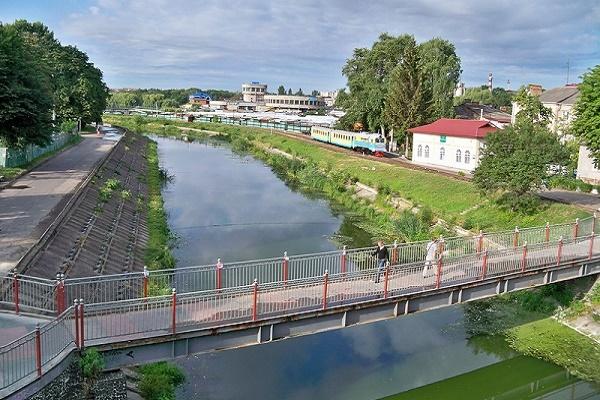Міська влада хоче виправити занедбаний стан річки Устя