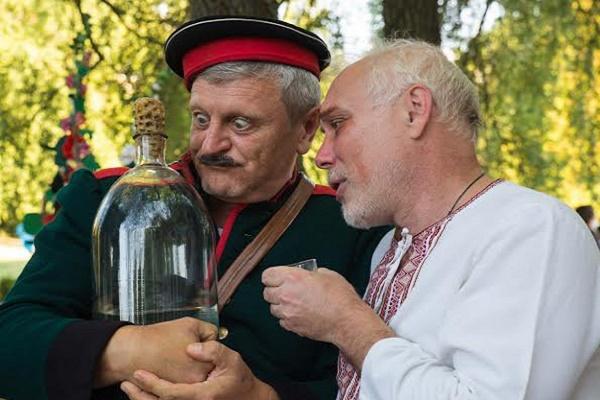 """Як на рівненській """"Лебединці"""" Стецька сватали (ФОТО)"""