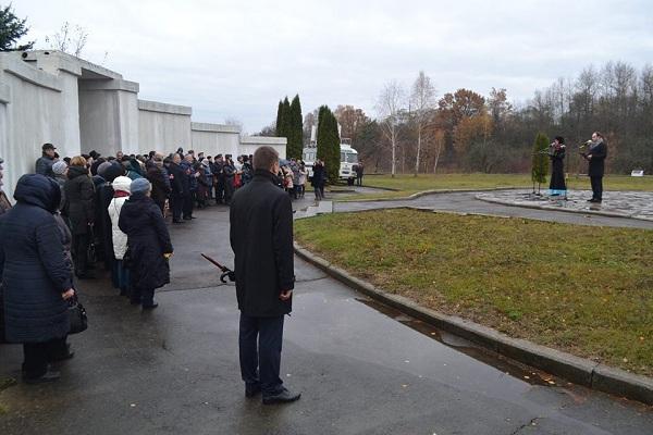 """В урочищі """"Сосонки"""" під Рівним вшанували пам'ять розстріляних фашистами (фото)"""